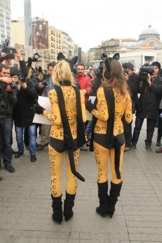 PETA Haytap ile Birlikte Kürk Gerçeğini Vurgulamak İçin Buz Gibi Havada Istanbul'da  idi !